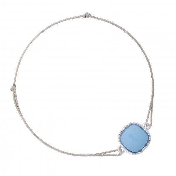 Armband mit taubenblauem Stein